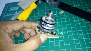 Cara Memasang Motor Brushless Pada Pesawat RC Gabus 2